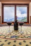Wino na stole Zdjęcia Royalty Free