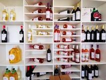 Wino od Ciumbrud, Rumunia - winnicy na brzeg Mureș obraz stock