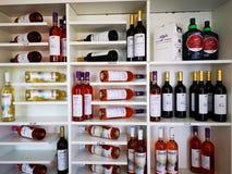 Wino od Ciumbrud, Rumunia - winnicy na brzeg Mureș fotografia stock