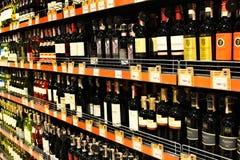 Wino sklep z szerokim wyborem towary Fotografia Royalty Free