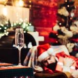 Wino szampan szampan świąteczny trybowy nowy rok Bożenarodzeniowy świętowanie wakacje Nowego roku przyjęcie Santa pijący zdjęcia royalty free