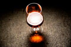 Wino w szkle na ciemnym tle Obraz Royalty Free