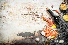 Wino z garnelą i pikantność zdjęcie royalty free