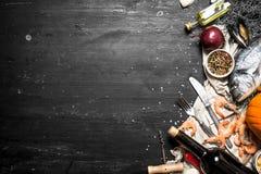 Wino z owoce morza i pikantność fotografia stock