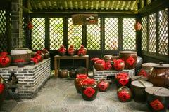 Wino zgrzyta w sklepie w Guilin, porcelana Fotografia Royalty Free