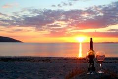 Wino & zmierzch na plażowym zachodnim Ireland zdjęcia stock