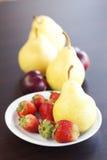 winogron bonkrety talerza truskawka Fotografia Stock