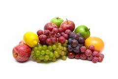 Winogrona i inne owoc na białym tle Zdjęcie Stock