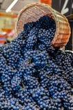 Winogrona i kosz zdjęcia royalty free