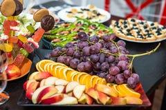 Winogrona i owoc plasterki Zdjęcie Stock