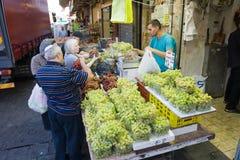 Winogrona na rynku Fotografia Royalty Free