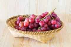 Winogrono w owocowej tacy Obraz Royalty Free