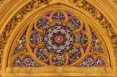 Winow-placa da igreja gótico em Paris fotografia de stock