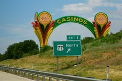 WinStar Casino Vintage Sign on Highway. The old original WinStar Casino sign marks the I-35 highway exit to the new expanded casino just across the Oklahoma Stock Photo