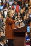 WINSTON-SALEM, NC - 27 DE OCTUBRE DE 2016: El candidato demócrata a la presidencia Hillary Clinton y señora Michelle Obama de los imagen de archivo