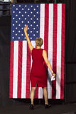 WINSTON-SALEM, NC - 27 DE OCTUBRE DE 2016: El candidato Democratic Deborah Ross North Carolina del senado de los E.E.U.U. introdu Imágenes de archivo libres de regalías