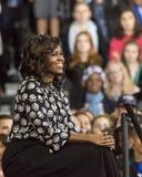 WINSTON-SALEM NC - OKTOBER 27, 2016: F-irst-damen Michelle Obama syns på en presidentkampanjhändelse för Hillary Clinton Pr royaltyfria bilder