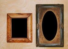 Wintage-Fotorahmen auf hölzerner Wand stockbild