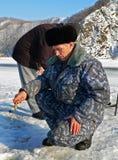 Winter 5 fischend Stockfotografie