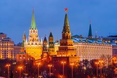 Winter-Abendansicht Moskaus der Kreml Lizenzfreie Stockfotos