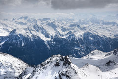 Winter-Alpenlandschaft vom Skiort Val Thorens Stockfotos