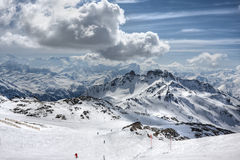 Winter-Alpenlandschaft vom Skiort Val Thorens Lizenzfreie Stockfotos