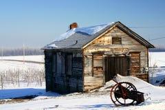 Winter am alten Bauernhof Stockfotografie