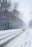 Winter-Antrieb durch Holz Lizenzfreie Stockbilder