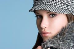 Winter-Art- und Weisemädchen lizenzfreie stockfotos