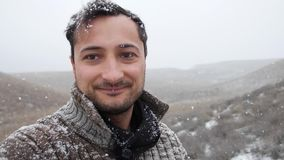 Winter Auf Wiedersehen Rückzeitvideo Schneeflocken fliegen bis zum Himmel stock footage