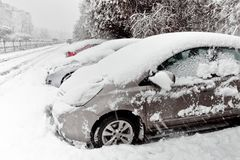 Cars covered with fresh white snow Royalty Free Stock Photos