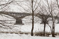 Winter cityscape. Bridge across the Volga river between the cities of Saratov and Engels, Russia Stock Photography