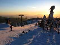 Winter in den schneebedeckten Bergen Stockfoto