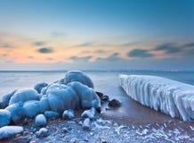Winter durch den See Lizenzfreies Stockbild
