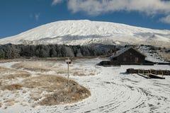 Winter Etna Mount, Sizilien lizenzfreie stockbilder