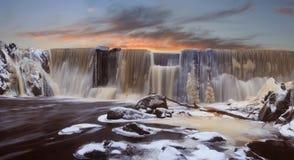 Winter fällt auf einen Sonnenuntergang Stockbilder
