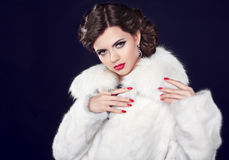 Winter Fashion woman in fur coat, elegant brunette lady portrait Royalty Free Stock Photography