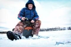 Winter-Fischer auf dem See Lizenzfreie Stockfotografie