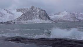 Winter-Fjord und Brandung Langsame Bewegung stock footage