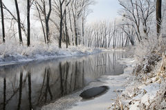 Winter - Fluss in der Vereisung Lizenzfreies Stockfoto