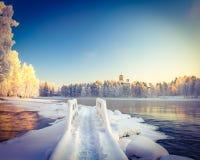 Winter-Fluss-Landschaft stockfotos