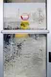 Winter Frost auf einer automatischen Tür Stockfotografie