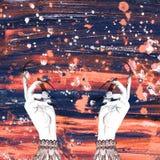 Winter Frstive-bokeh Hintergrund mit dem Hans der Frauen Hexenillustration vektor abbildung