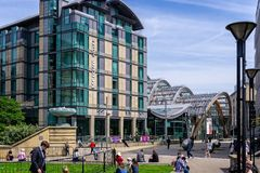 Winter-Gärten und Mercure Hotel in Sheffield stockfotos
