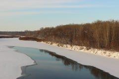 Winter gefrorener Fluss Stockbilder