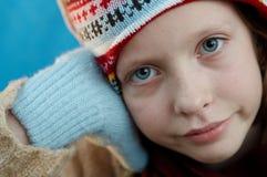 Winter gekleidetes Mädchen lizenzfreies stockfoto