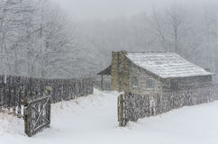Winter, Gibbons farm, Hensley Settlement. Winter snow at the old Gibbons homestead. This  cabin is located in Hensley Settlement of the Cumberland Gap National Stock Photo