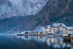 Winter in Hallstatt-Dorf, Österreich Stockfoto