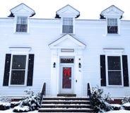 Winter-Haus an einem Snowy-Tag Stockfotografie