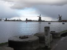 Winter-hemel over DE Zaanse Schans in Holland Stock Foto